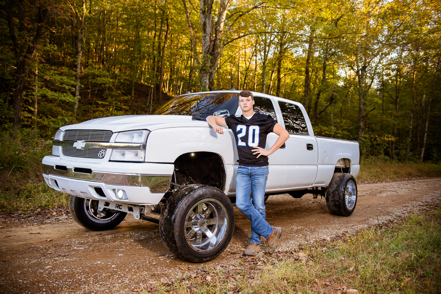 How cool does Dylan look in this photo? #lauriekeenphotography #lauriekeenseniors #highschoolseniors #kyphotographer #owensborophotographer #bowlinggreenphotographer #westernkentuckyphotographer #kentuckyphotographer #butlercounty #seniorpics #seniorportraits #seniorphotospic.twitter.com/3ACSMpmhBK