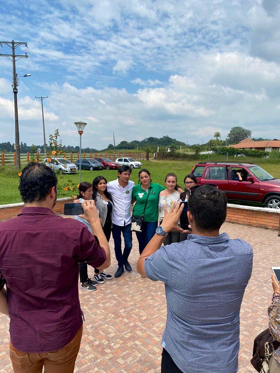 Gracias por hoy a todos los amigos y amigas del Quindio. Fuimos a una reunión y terminamos haciendo tres. Gracias a quienes nos invitaron y nos recibieron!La nueva sucursal del cielo nos trató de la mejor manera 😉#AvanzaUnaNuevaCiudadanía!