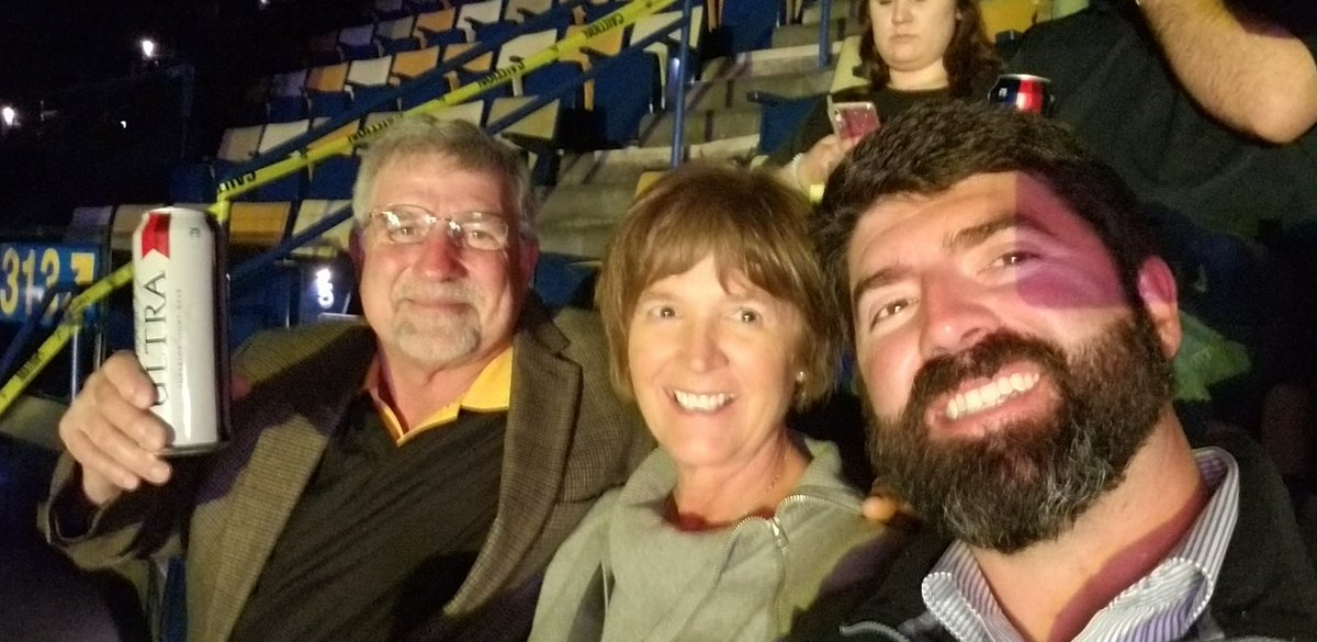 #AlanJackson #smoothiekingcenter  Night out in NOLA with Mom and Dad. pic.twitter.com/vKHGKvg9YK