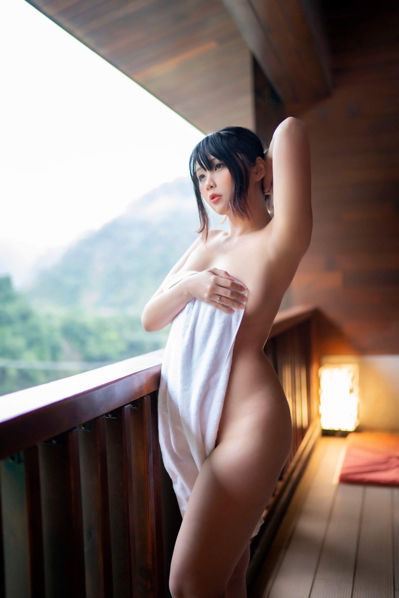 Hana Bunny Onsen Cosplay