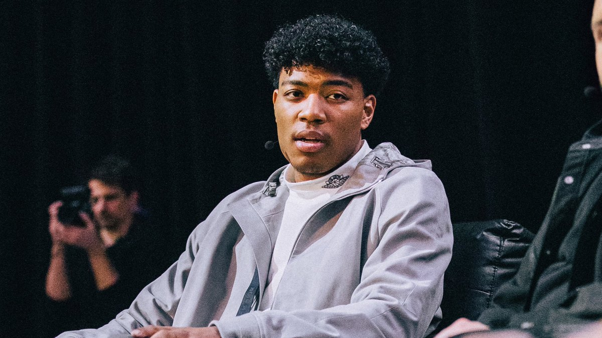 """It's all about culture. How you hoop is related to what you wear and what you listen to."" - @rui_8mura"