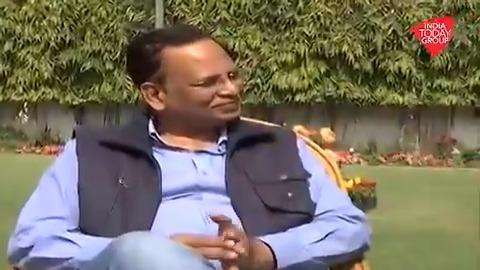 शपथ लेने के साथ ही राज्य की स्वास्थ्य सेवाओं को बेहतर करने में जुटे दिल्ली सरकार के मंत्री @SatyendarJain। देखिए आजतक संवाददाता @sushantm870 के साथ उनकी खास बातचीत #ReporterDiary अन्य वीडियो: bit.ly/IndiaTodaySoci…