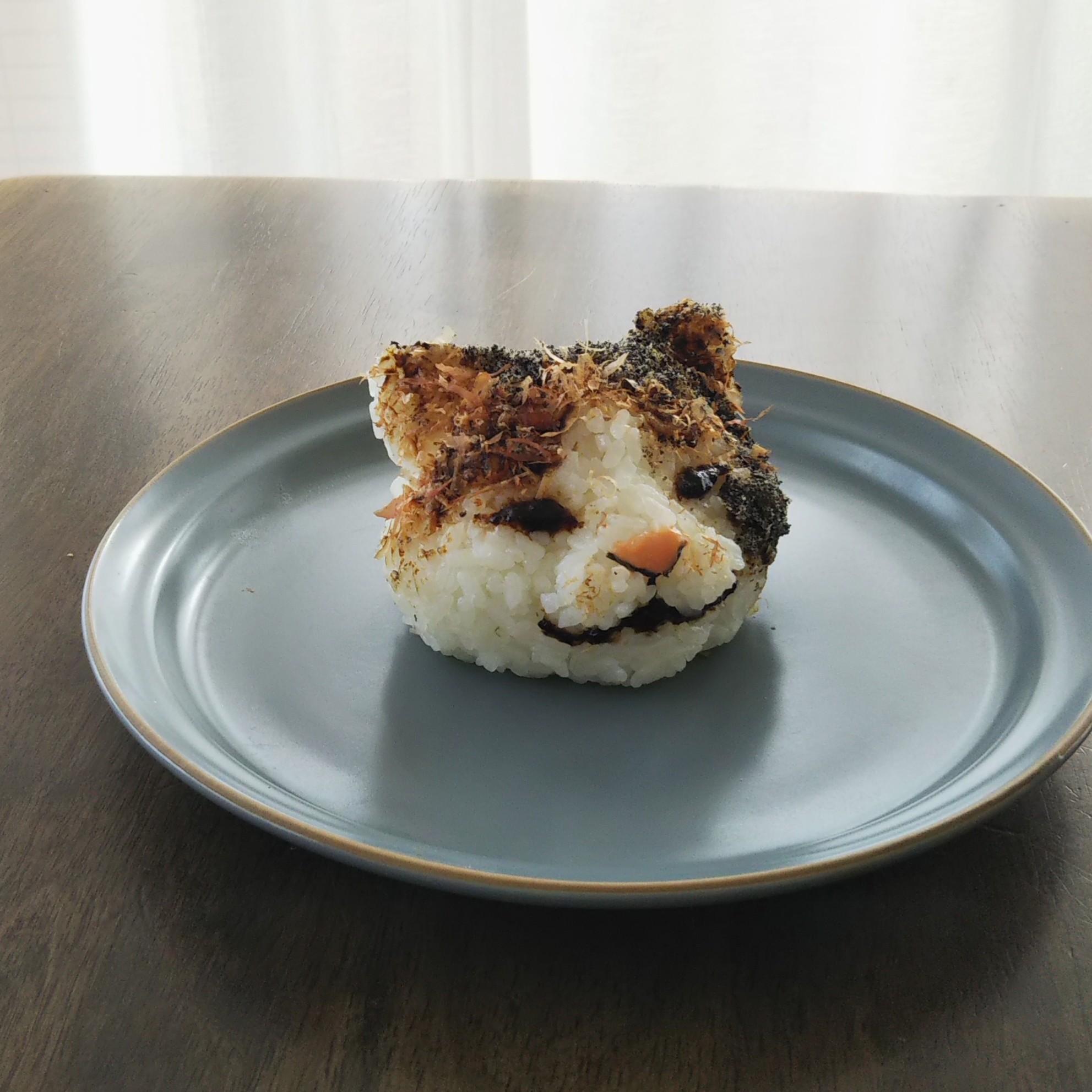 リアルな猫おにぎりを作りました🐱