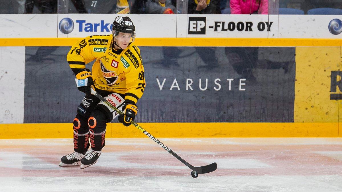 Valtteri Parikka siirtyy loppukauden kattavalla lainasopimuksella Ruotsin HockeyAllsvenskanissa pelaavan @BIK_Karlskoga'n riveihin.  Uutinen https://kalpa.fi/fi-fi/article/2019-2020/valtteri-parikka-loppukaudeksi-lainallebik-karlskogaan/4913/…  #KalPa #Liiga #Kuopiopic.twitter.com/YwI3QgbReK