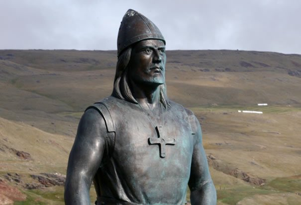 Leif Erickson, probably the most famous Viking.  He was from Iceland but also spent much time in Greenland & Norway.   Leif was one of a few European explorers to reach the shores of North America just after the year 1000.  Nearly 500 years before Christopher Columbus.  🇮🇸🇬🇱🇳🇴