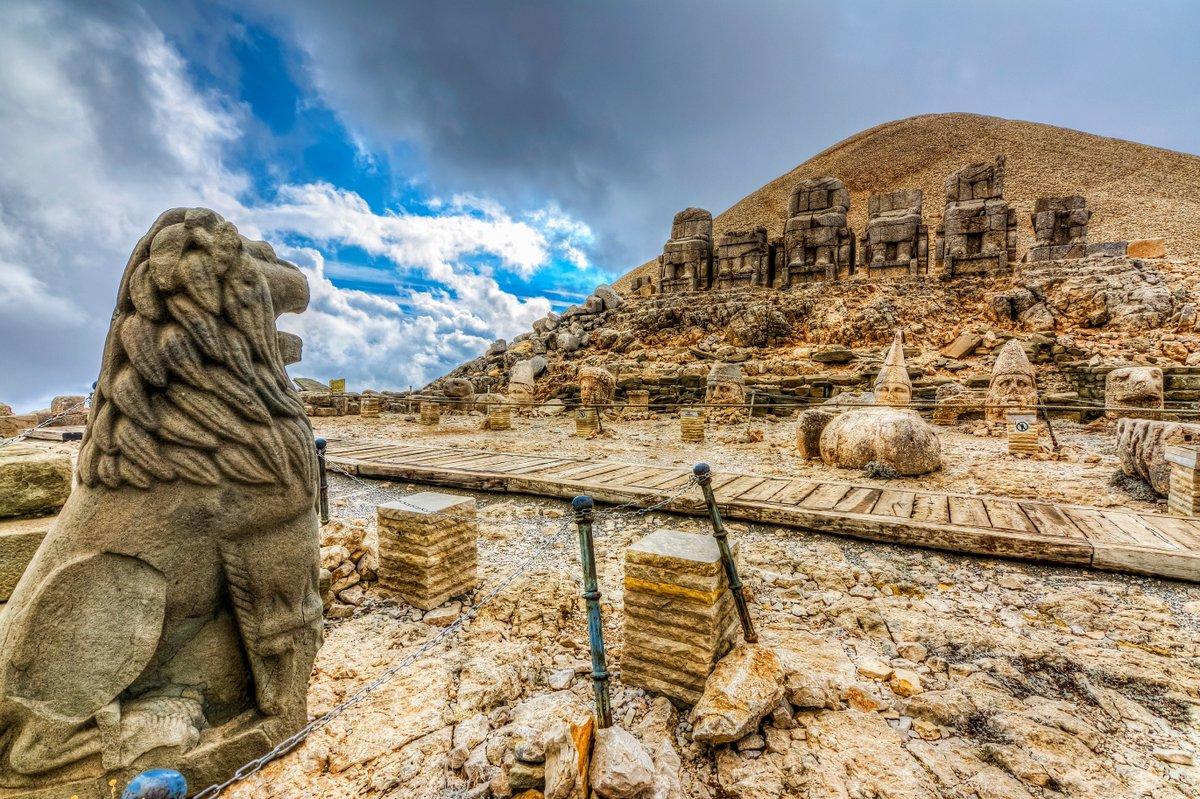 """TEMPO TUR в Twitter: """"Nemrut Dağı'nda, Kommagene Krallığı'nın efsanevi kralı  Antiochos tarafından yaptırılan tümülüs, devasa heykeller ve kabartmalarını  gördükten sonra Batı terasında gün batımını izleyeceğiz. 👉  https://t.co/S29BRcZlhg . #tempoturizm ..."""