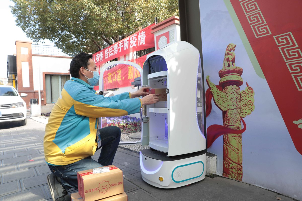 Chinese city uses robots to replace human deliveryman amid epidemic as many residential communities in Nanjing don't allow the entry of deliverymen http://xhne.ws/ugHP9