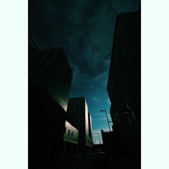 #enjoythesilence #venice #life_is_street #spi_collective #bnw_planet #streetshot #summer #streetleaks #ig_photostars #streetphoto_bw #challengerstreets #bnw_legit #thestreetphotographyhub #sclub #streetscenesmag #everybodystreet #bnw #noirblanc #lenscult… https://ift.tt/31YTPlj
