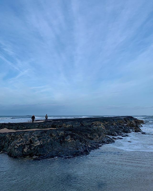 More blues from Friday's walk at Bamburgh, and this sky.  #greatwideskies #cornersofmyworld  _ https://ift.tt/2HtmANS pic.twitter.com/ZyBeZ4JU9q