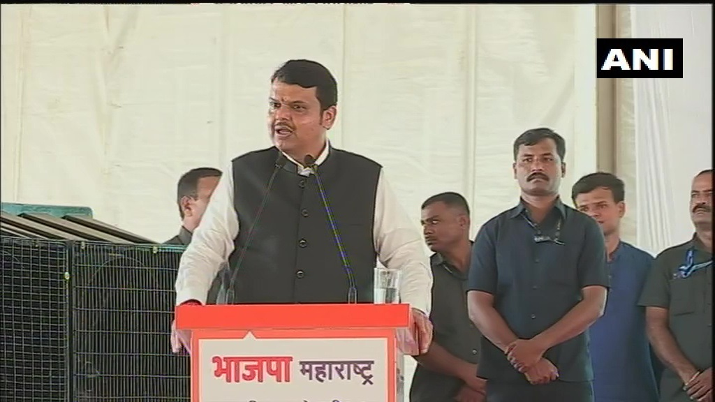 Former Maharashtra CM and BJP leader Devendra Fadnavis in Mumbai: I challenge you (Shiv Sena) to fight elections again if you are so confident. BJP will defeat Congress, NCP and Shiv Sena alone in the polls. <br>http://pic.twitter.com/DQjbkGKjnh