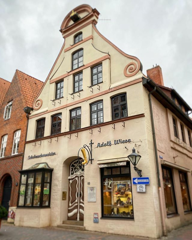 Lüneburg . . . #Lüneburg #Altstadt #Salzstadt #Lüneburgcity #Hansestadt #HansestadtLüneburg #saltcity #meinLüneburg #meinNiedersachsen #shotoniphone #smartphonephotograpy #phoneography #fachwerk #altstadtliebe #lüneliebe #salzstadt https://ift.tt/39CM72Vpic.twitter.com/RzjwOVZ6xv