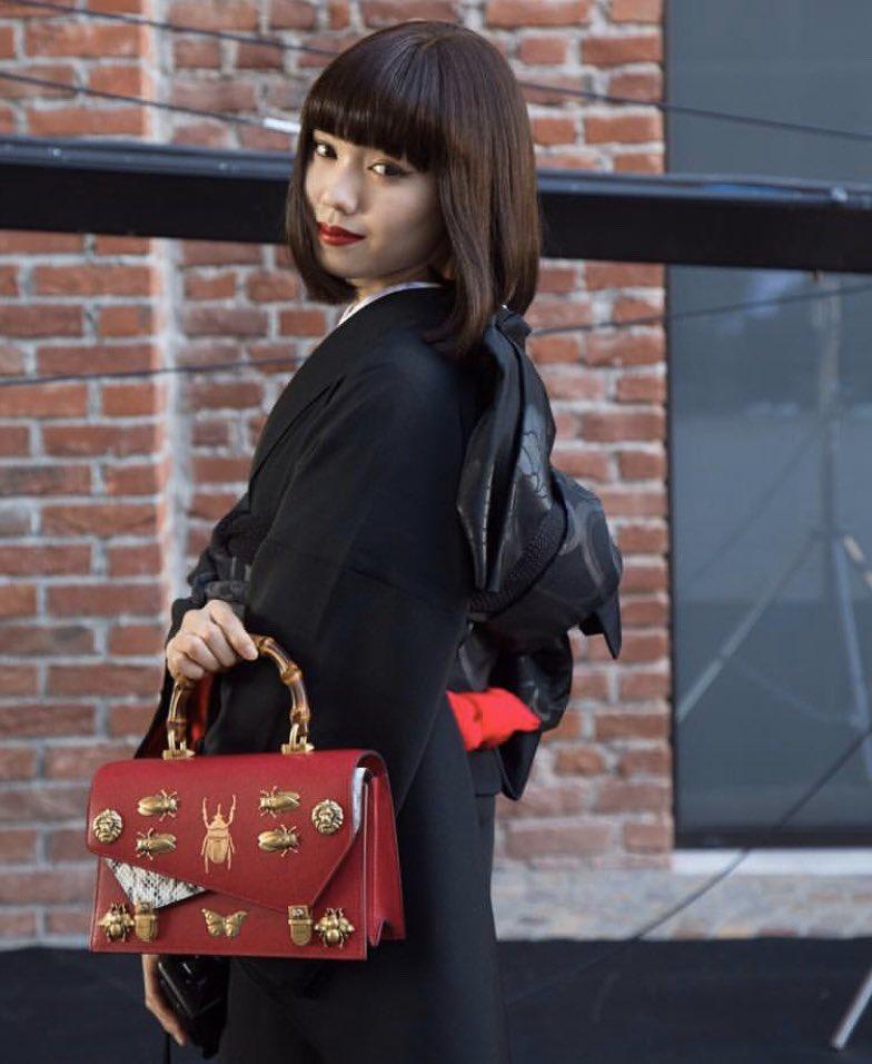 gucciの2018ss collectionの時の二階堂ふみちゃんが好きなのですが、黒の着物に赤のアクセントが素敵、モダンと日本の美との融合…