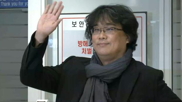 Note Bong Joon Ho does not wear a mask, because as the director of both PARASITE and THE HOST viruses respect & fear him