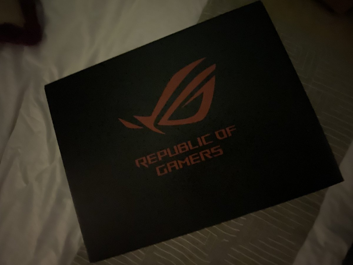 I'm not a gamer but I got a new gaming laptop! #ASUS #asusrog #republicofgamers pic.twitter.com/uGUe5lysiu