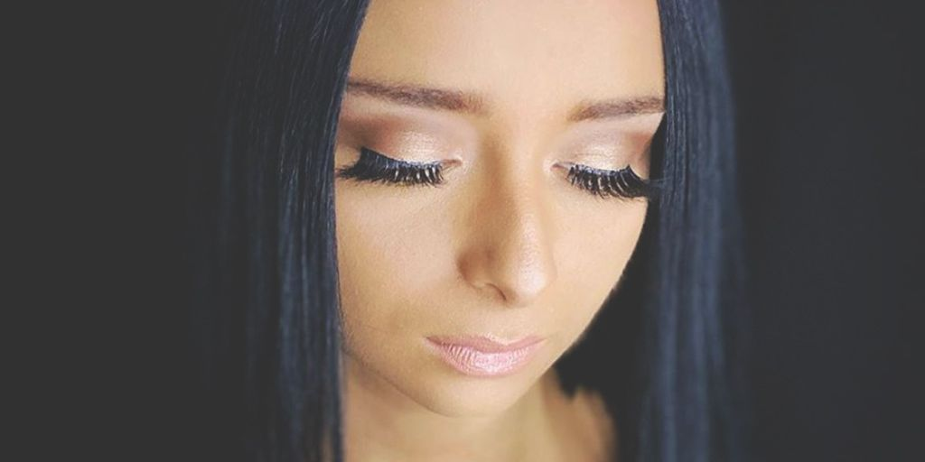 #PMTS Educator @ ninaprongay (IG) created a glam eye for a graduation day look using a soft blend and dramatic lashes! #eyeshadow #eyeshadowgram #eyeshadowinspo #makeup #makeupgram #makeupinspiration #makeuplook #makeuplove #mua #mualove #softmakeuppic.twitter.com/mGcfvBV20q