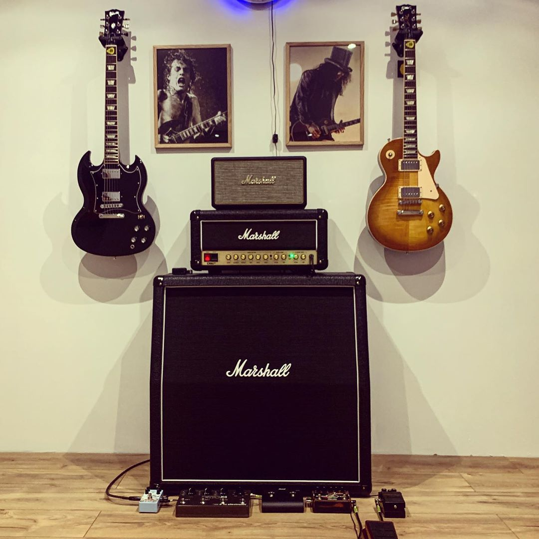 Home is where the amp is. Happy #ShredSunday  What's your rig?   📷: mathieu_hd54 #liveformusic