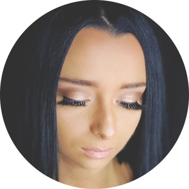 #PMTS Educator @ ninaprongay (IG) created a glam eye for a graduation day look using a soft blend and dramatic lashes! 🎓 #eyeshadow #eyeshadowgram #eyeshadowinspo #makeup #makeupgram #makeupinspiration #makeuplook #makeuplove #mua #mualove #PMTS #softmakeup