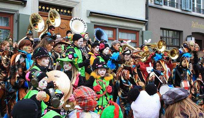 Carnival in #Rapperswil 2020, #Switzerland https://www.hostelman.com/events/switzerland/bern/rapperswil/culture/carnival-in-rapperswil/ …  More #activities & #events on #Hostelman at https://hostelman.com   #Schweiz #Fasnacht #carnival #activity #event #travel #traveling #travelling #hostel #hostels #hotels #hostelmansworld #getyourguidepic.twitter.com/1yPDzmwBfT