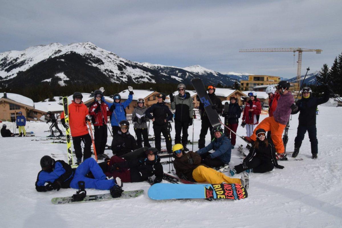 Verschneit ||| Unsere angehenden Pharmakant*Innen, Chemikant*Innen und Produktionsfachkräfte haben sichtlich viel Freude bei der Ski- und Snowboardfahrt in #Hochkrimml. Wir wünschen euch weiterhin viel Spaß im #Schnee. #bksenne #bielefeld #berufsschule #chemikantin #pharmakantinpic.twitter.com/xtXYTfGHAV