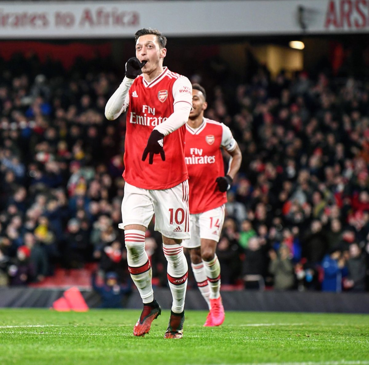 @MesutOzil1088's photo on Arsenal