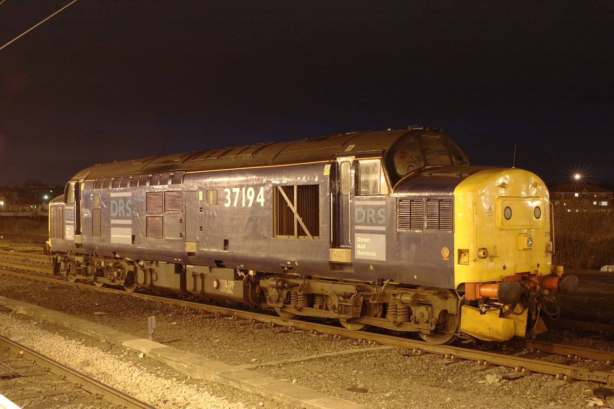 Original DRS liveried 37194 stands in York parcels sidings on 28th January 2007  #Class37 #EnglishElectric #DRS #TractorSunday