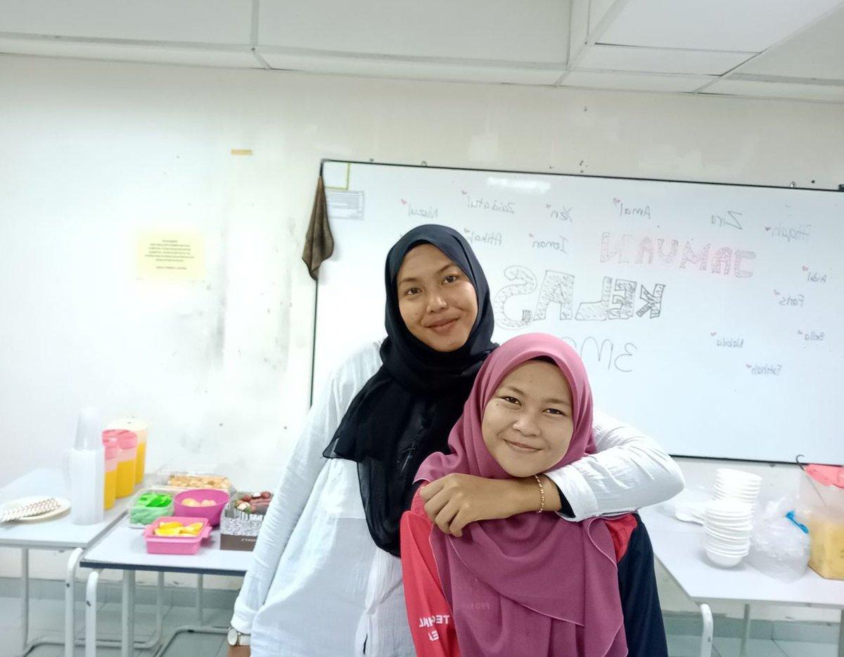 Firstpic ; classmate for 4 sem  Secpic ; partner buat kerja last minute pic.twitter.com/QCTRdvE2tQ