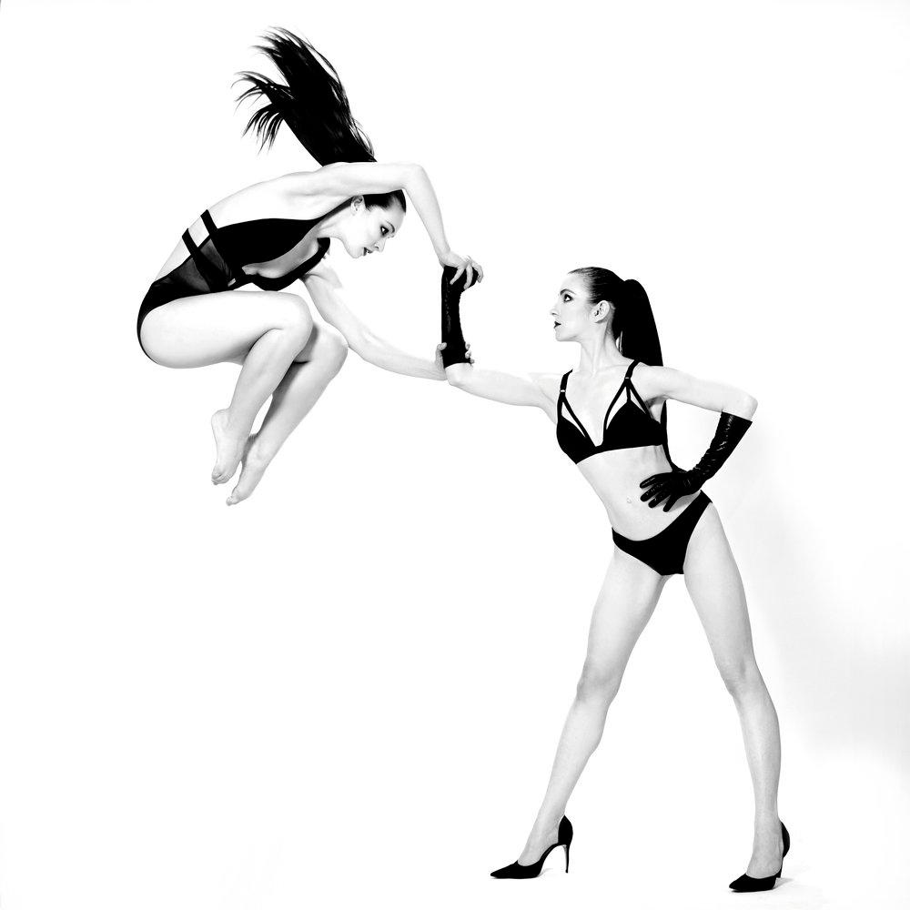 The #POWER of Women is unstoppable.   : @nicolebaker97 @taylor.ennen : @stevenlovemenendez  : Eryc Taylor Dance   #danceforgood #danceforchange #dancephotography #contemporaryart #contemporarydance #instadance #strongwomen #strong #powerful #unstoppablepic.twitter.com/JjaEddD5Os