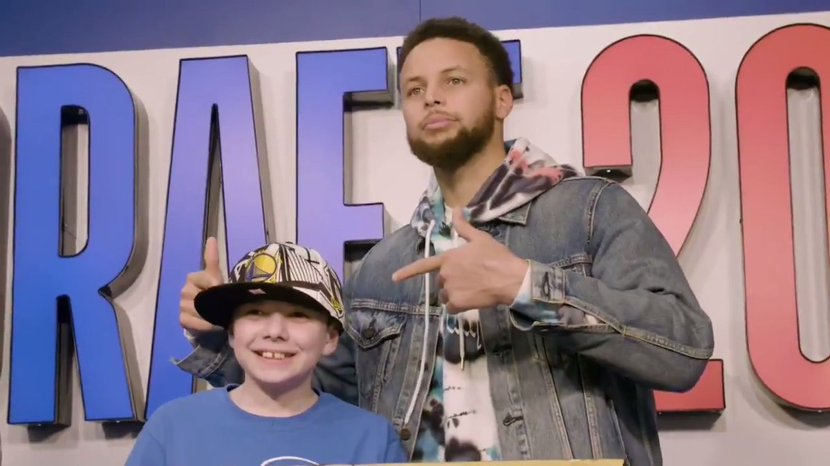 Some feel good for your Sunday 💙💛  @StephenCurry30 recently teamed up with @MakeAWish to host kids from around the country for a day of fun at @ChaseCenter and Hooptopia.