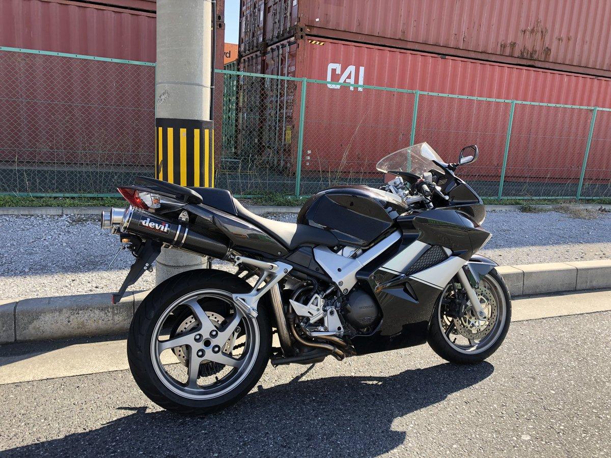 test ツイッターメディア - バイク熱上がりすぎてツーリング用おバイク! やっぱりホンダ車も一台👌 VFR800 RC46-2  V4&VTEC🙆♂️ https://t.co/m4IPFcmjR7