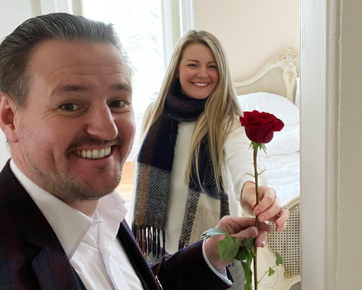 """🌹🌹Happy Valentines (Weekend)🌹🌹   """"And in her smile I see something more beautiful than the stars."""" — Beth Revis  Hope you have had a good weekend with someone you love!  #20YEARSTOGETHER"""