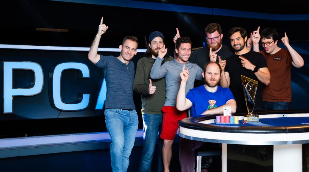 Who's the best poker player in this photo? 🤔