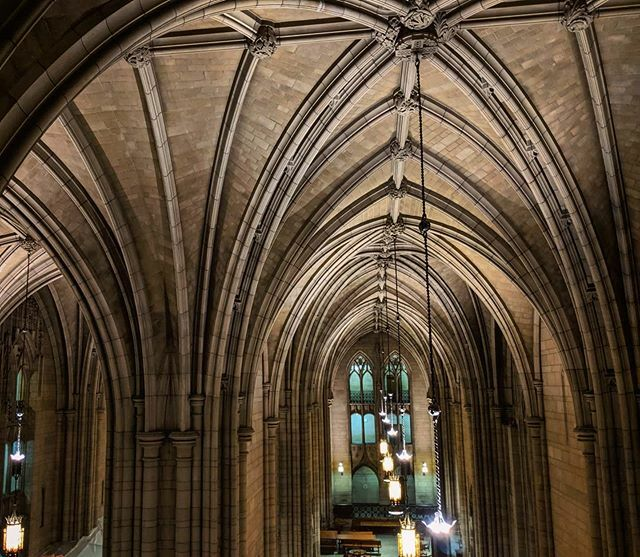 """""""Here is eternal spring; for you the very stars of heaven are new."""" . . #RobertBridges #cathedraloflearning #commonsroom #pattern #ambience #architecture #arches #gothic #university #campus #pittsburgh #throwback #travel #pixel2"""