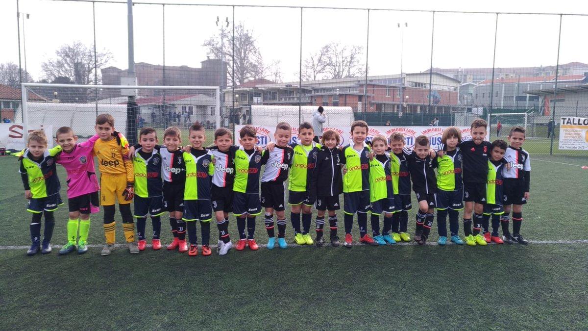 #Under7 in amichevole con l'Aosta 511 ⚪⚫  A fine gara, tutti insieme 😁📸  #JuventusYouth