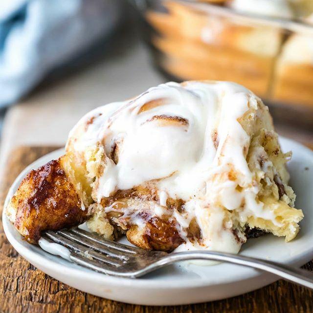 Sunday is the perfect day to bake up a batch of soft homemade cinnamon rolls! #cinnamonrolls #homemade #baking #breakfast #brunch #creamcheesefrosting #recipe #food #ihearteating #dessert #cinnamonroll #brunchtime #cinnamonrollsunday #bake #breakfastideas