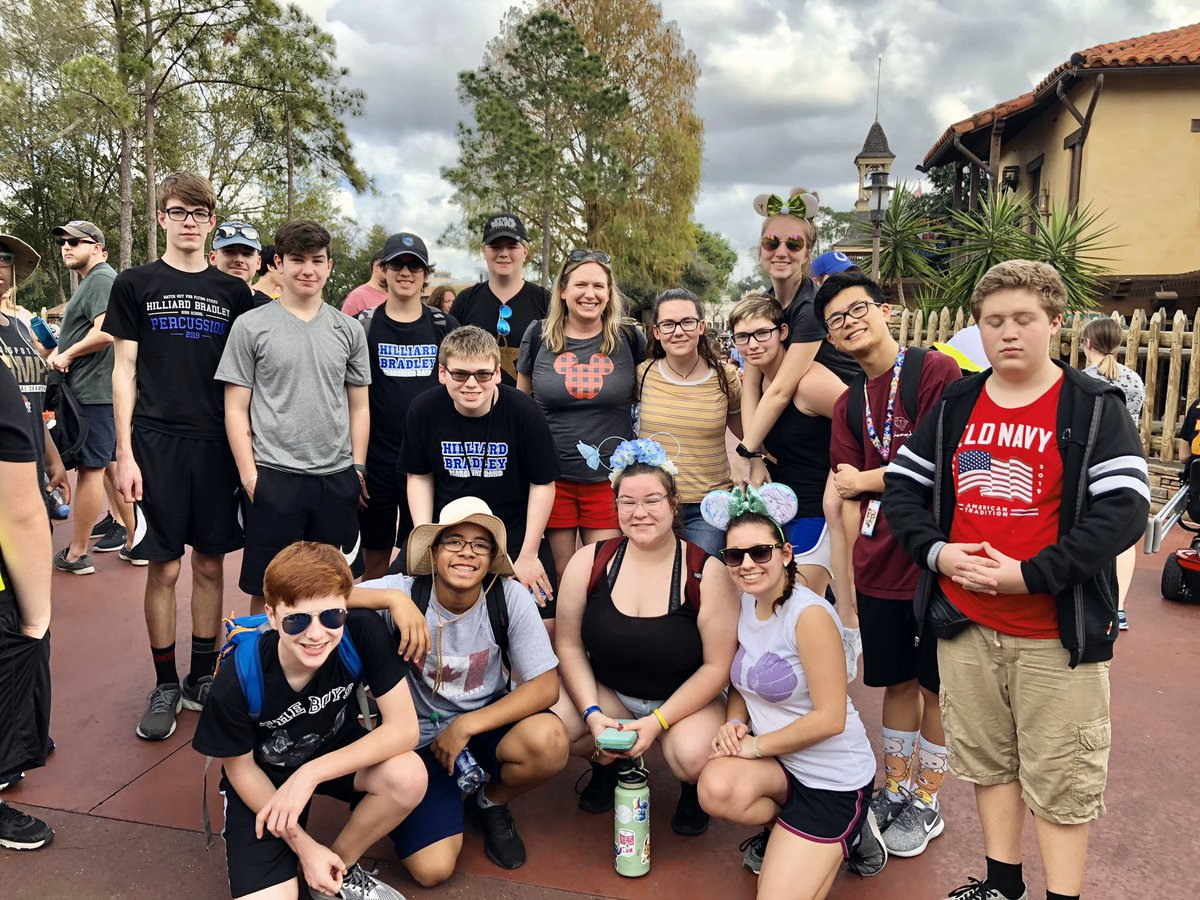 I was at @WaltDisneyWorld on the same day the @BradleyHS @BradleyBands was marchingI found them and had to take a pic with all the @BRN_Elementary alumni! Loved seeing some of my former fourth graders and student council members! #BrnBears #GoJags @KatiLMiller @HilliardSchoolspic.twitter.com/9eDlVvJWNi