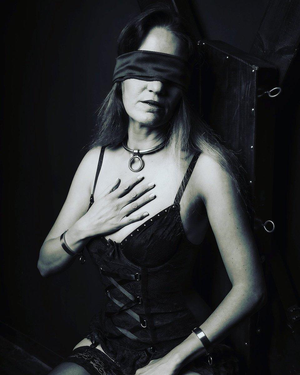 Can you feel my devotion?   #devotion #submission #collar #schwarzweissfotografie pic.twitter.com/KSU1YW2MWH