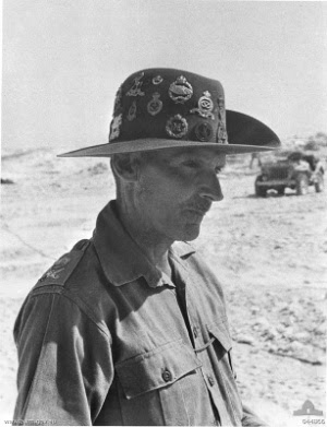 He used to wear a variety of headgear and often multiple capbadges. He was a showman. pic.twitter.com/cgs2gS6rQI