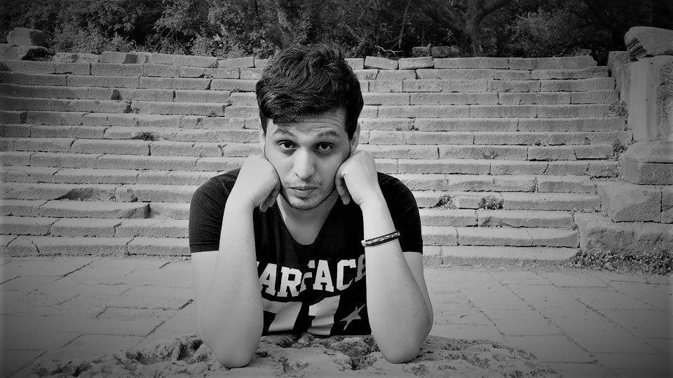 Le jeune auteur Anouar Rahmani victime d'un incroyable harcèlement judiciaire et policier comparaît demain devant le tribunal de Cherchell pour des publications critiques et satiriques sur Facebook contre l'ancien président et l'ancien chef de l'armée  #SOLIDAIRE #Algeriepic.twitter.com/S7ih3Der7T