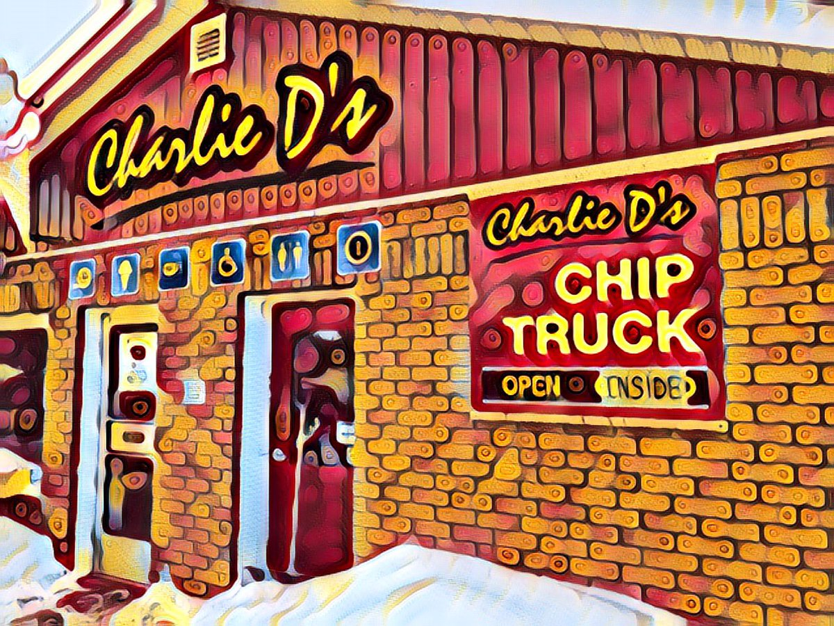 Stepped out and stepped IN for food truck poutine served up by Charlie himself, INDOORS. #comewander #getoutside #getinside @OnHighlands @TheOttawaValley #localfinds #discoverON pic.twitter.com/PQ9kCUYz6Q