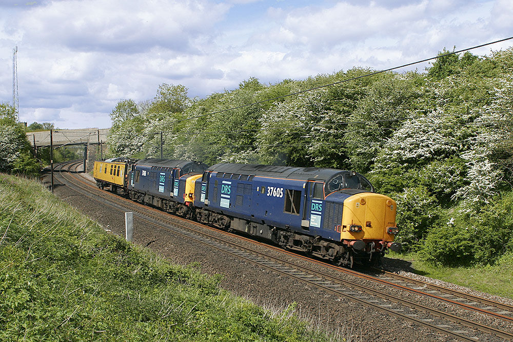 Original DRS liveried 37605 & 37607 provide super power for Mentor heading up the ECML at Aycliffe on 25th May 2006  #Class37 #EnglishElectric #DRS #TractorSunday