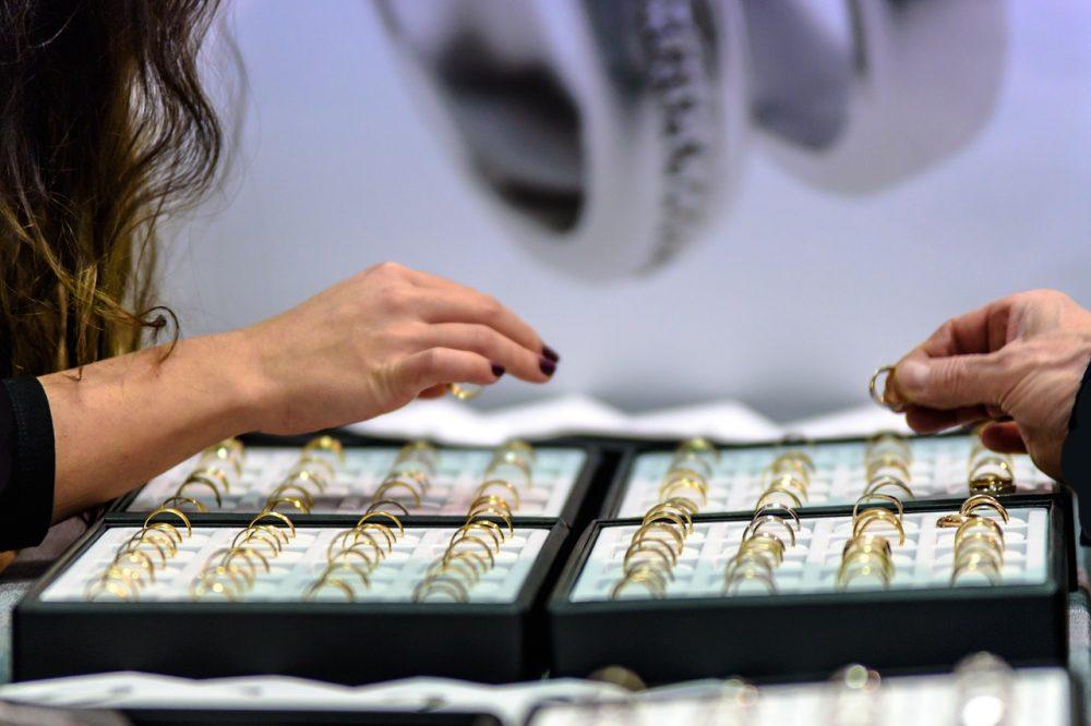 How pretty is that?  #artisan #jewelrydesign #jewelrygram #jewelrymaker #etsyshop #etsyjewelry