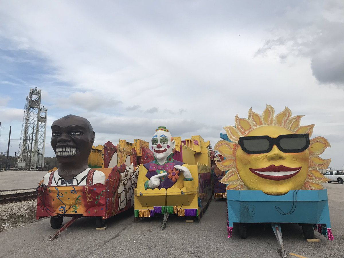 The Mardi Gras floats were moved to the Port of Beaumont today MG2020 countdown begins! #BENewspic.twitter.com/RwPhaQ40Yb