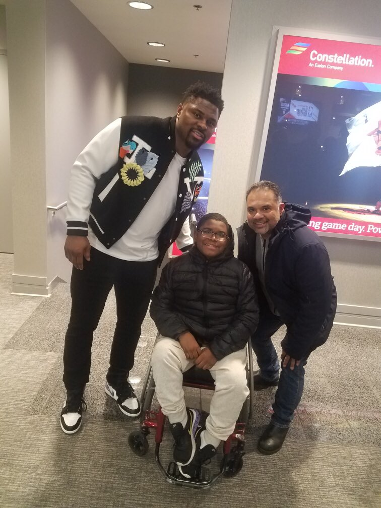 #NBAAllStar #StateFarmSaturday was incredible for #TheGreat8! To top off some amazing action on the court, they also saw some of their favorite athletes like @chicagobears linebacker @FiftyDeuce!