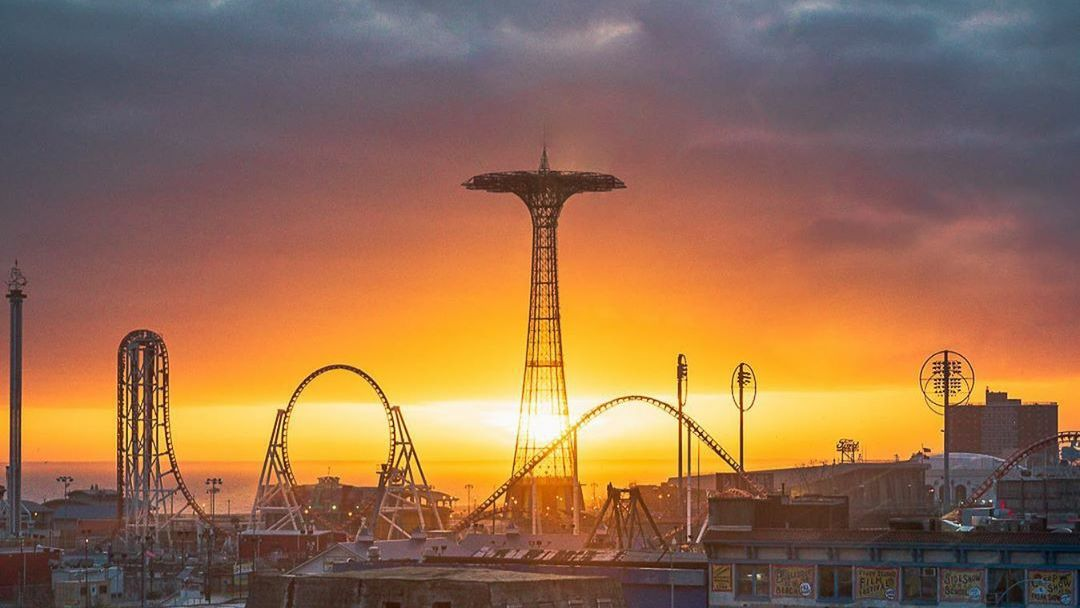 """Meanwhile the sunsets are mad orange fools raging in the gloom."" – Jack Kerouac  #MyLunaPark #LunaParkNYC #ConeyIsland  👉Follow @lunaparknyc to Stay Updated on 2020 Expansion  🎉Opening Day - April 4th, 2020  (📷by @yosoyrichie_ ) https://t.co/ZhDLPdMHgI"