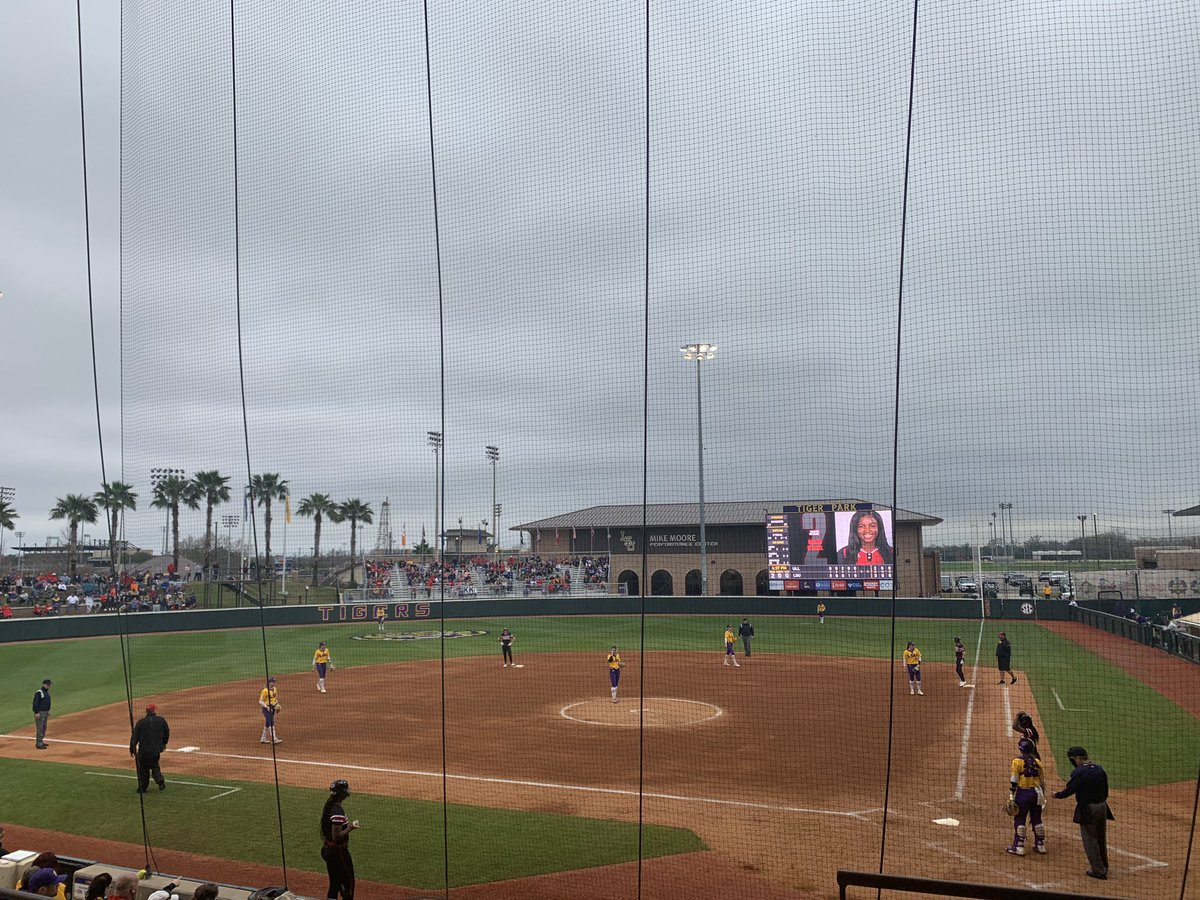 Stopped to catch the last few inning of #LSU-ULL softball. Tied 3-3 in the top of the 6th.