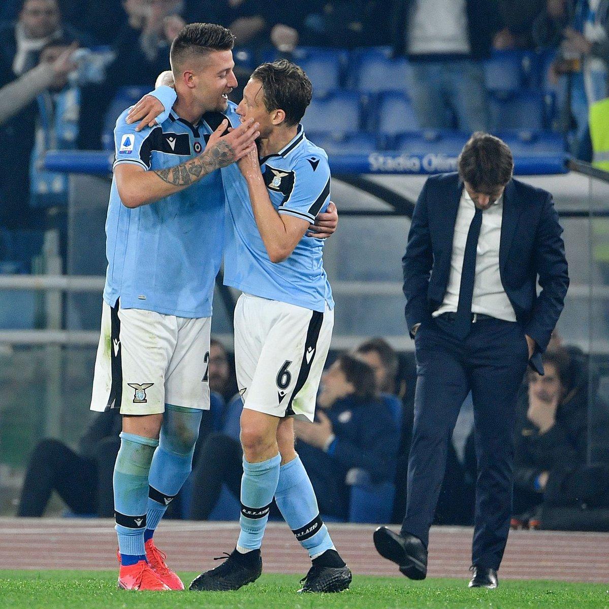 Juventus   57 poin  Lazio   56 poin  Inter   54 poin  Perburuan titel Serie A semakin ketat! <br>http://pic.twitter.com/JUl16H02V8