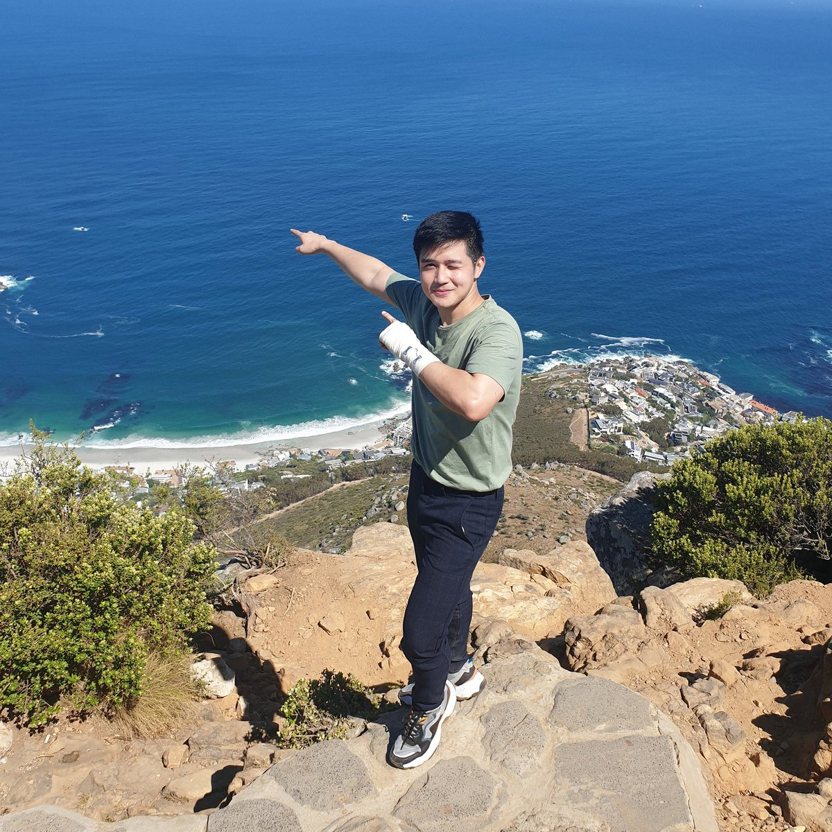 Made it to the peak of Lion's Head in Capetown, South Africa!   Great experience! pic.twitter.com/Bu3ympy6XR