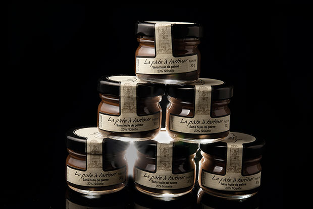 Belles noisettes du Pièmont, pure vanille, chocolat du Vietnam et beaucoup de savoir-faire et d'amour,  sont les principaux ingrédients des pâtes à tartiner proposées par Catherine Brothier et son frère Yves Zuconni.#CatherineBrothier #chocolat #gastronom