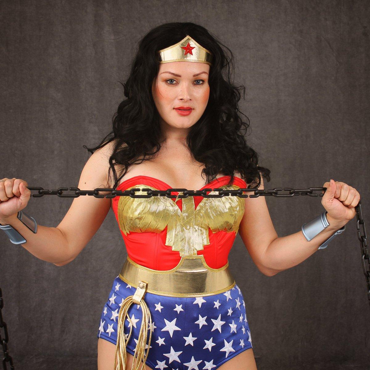 Wonder Woman  PH @luismoraph @RealLyndaCarter #wonderwoman #lyndacarter #mujermaravilla #mulhermaravilha #wonderwomancosplay #cosplayer #inspiration #wonderwoman84 #lindacarter #cosplay #dccomics #galgadot #dccosplay #powerfullpic.twitter.com/T0ETd7h9lV