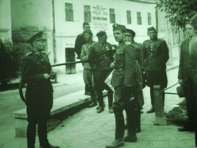 LUCK OF THE WEISSENSTEINERS   a Jewish family trying to survive #WW2 in Slovakia  fascinating historical insights about the less covered #slovakia  survival, loyalty and hope http://ow.ly/Tf0H2 over 50,000 downloads, over 200 5* reviewspic.twitter.com/VSx7k80eEB